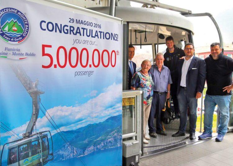 Seilbahn-Unternehmen prämiert deutschen Urlauber als fünfmillionsten Passagier
