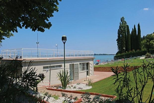 Barrierefreier Strand in Desenzano eingeweiht