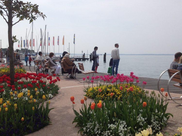 Bardolino: 14.000 Tulpen entlang der Seepromenade