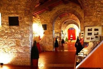 Erste Internationale Biennale für zeitgenössische Kunst in Peschiera