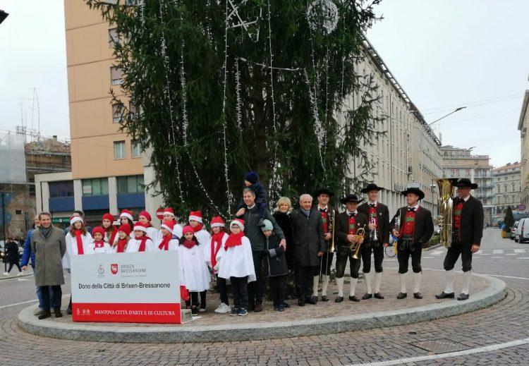 In Mantua der traditionelle Weihnachtsbaum von Brixen