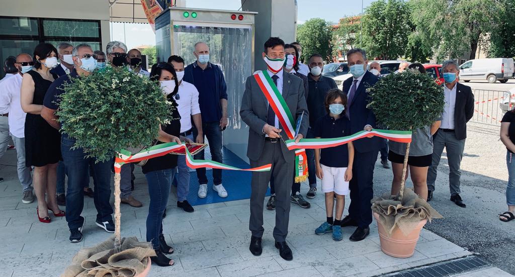 Covid19: in der Gemeinde Bussolengo der erste Desinfektionstunnel