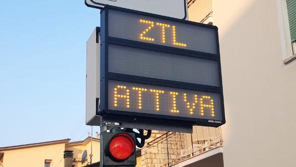 Bis September ist die Verkehrssperrzone im Zentrum von Bardolino aktiviert