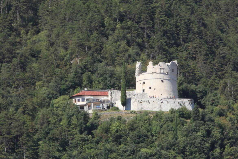 Riva del Garda: Die venezianische Bastion wird zum Weltautismustag blau