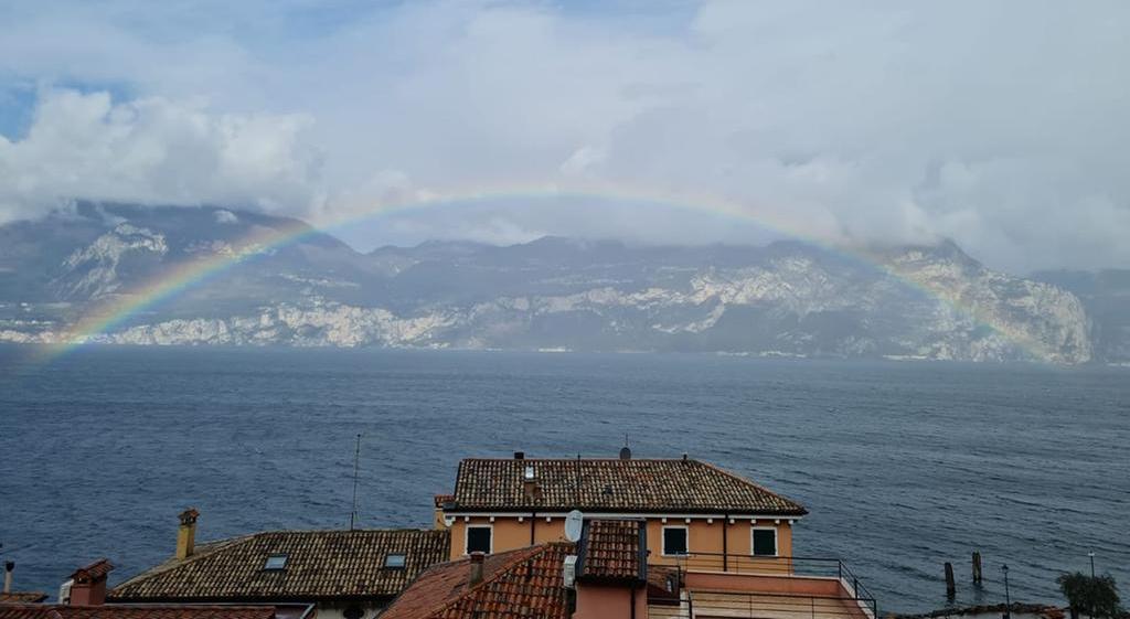 Regenbögen am Gardasee: Zwischen Brenzone und der Insel Trimelone geht es rund