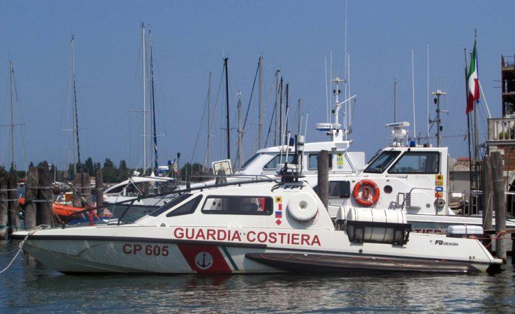 Ein neues Patrouillenboot ist im Einsatz, um Gardasee zu patrouillieren