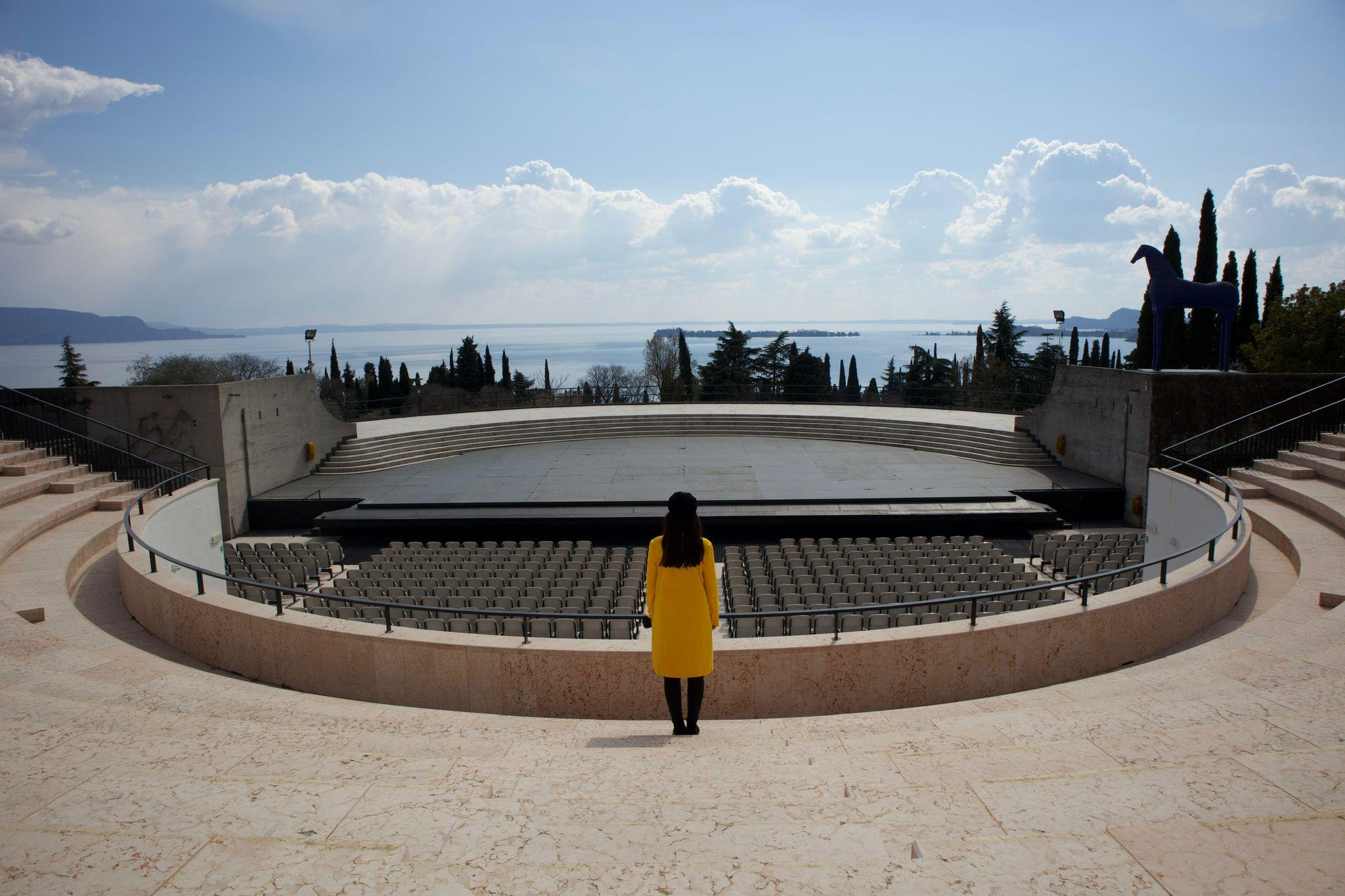 """Syria singt das Lied """"Il nostro concerto"""" auf dem Vittoriale von Gardone Riviera"""