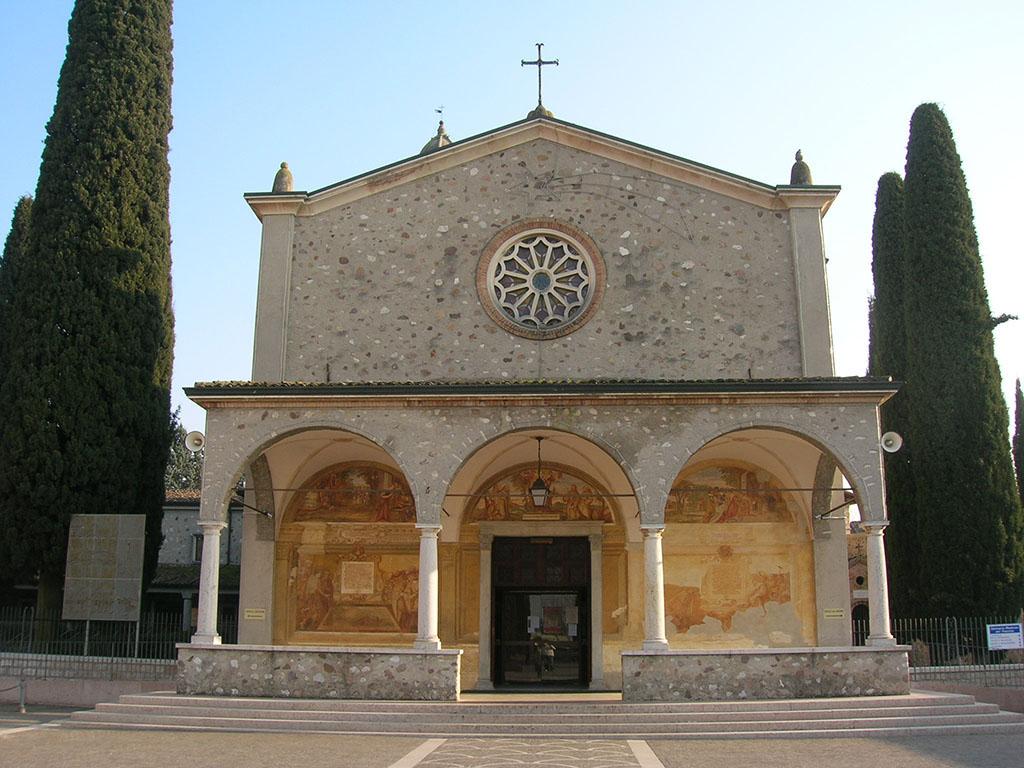 Madonna del Frassino, der Zugangsplatz zum Heiligtum ist seit zwei Jahren geschlossen