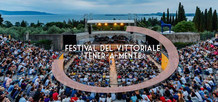 Gardone Riviera, die Konzerte sind zurück im Vittoriale: Vasco Brondi wird am 30. Juli auftreten