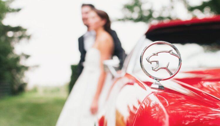 Der Club Sestino Beach in Desenzano feiert die 1000 Miglia in einem Hochzeitskleid