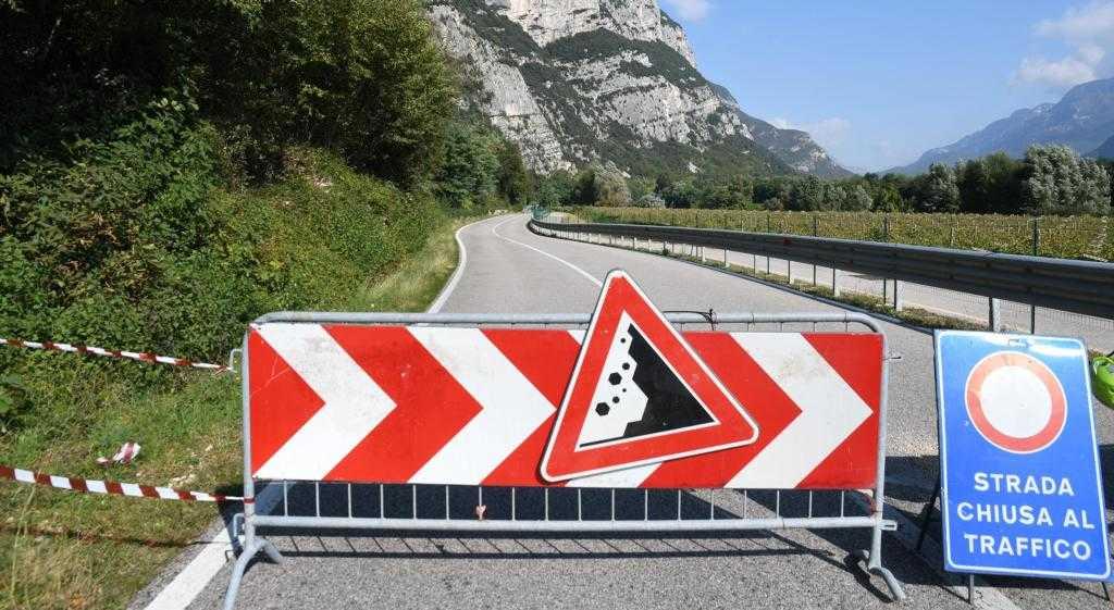 Etschtal: Landesstraße 11 wegen eines Steinschlags gesperrt