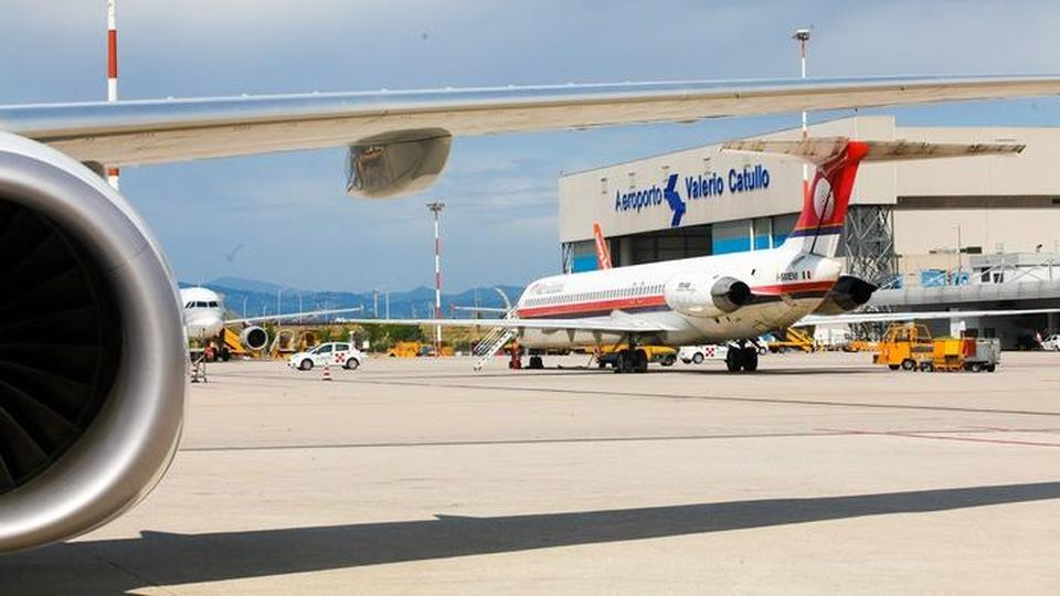 Die Start- und Landebahn wurde erneuert und der Flughafen Catullo wiedereröffnet